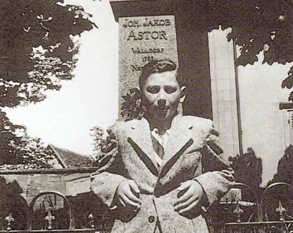 Kurt Klein, Astor, Denkmal